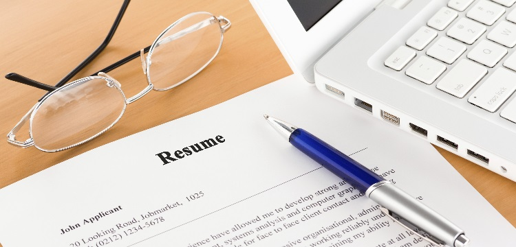 Resume Writing Do's and Don'ts Resume Writing Do's and Don'ts Start Writing